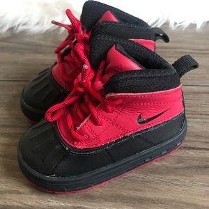 Nike Woodside II High Outdoor Boots